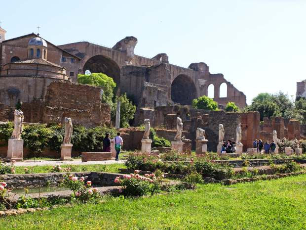 Roman forum walk