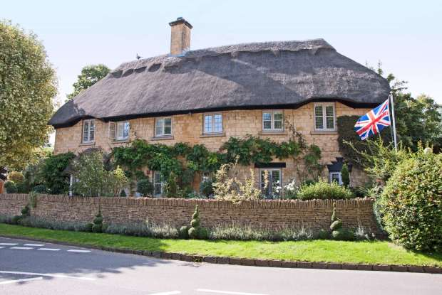 chipping-campden-thatched-roof-beyondouhorizons