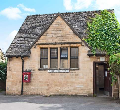 chipping-campden-toilets-beyondouhorizons